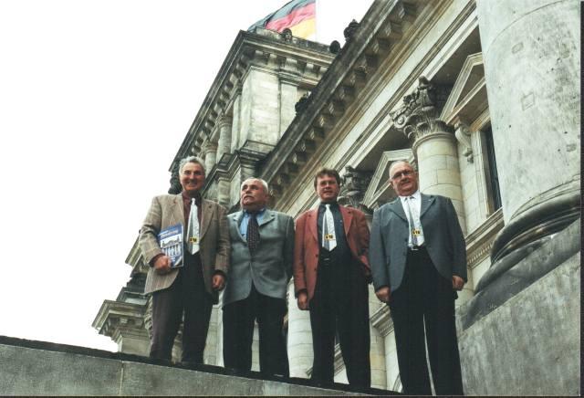Teil der Vorstandschaft in Berlin - hier vor dem Reichstagsgebäude.
